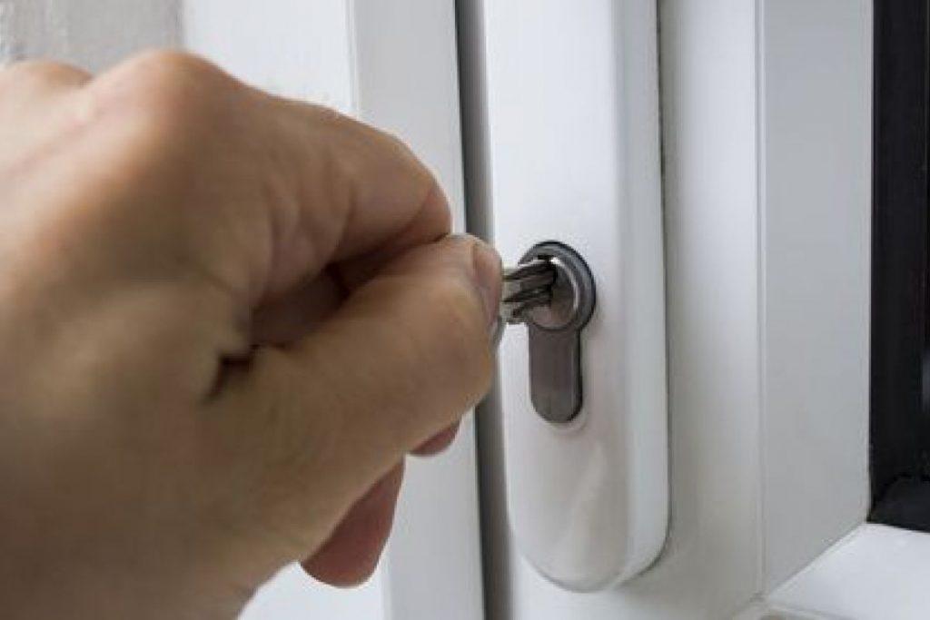 la fermeture provisoire d'une porte